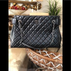 FLASH SALE💐FiRM CHANEL Timeless quilted lambskin